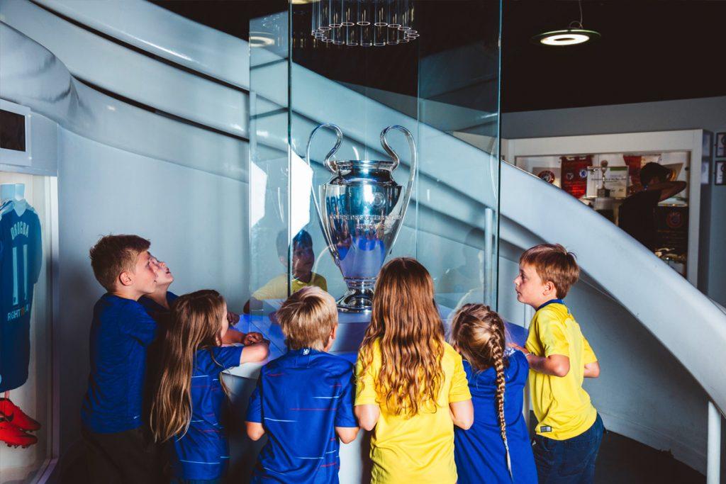 chelsea-football-club-stadium-26122341
