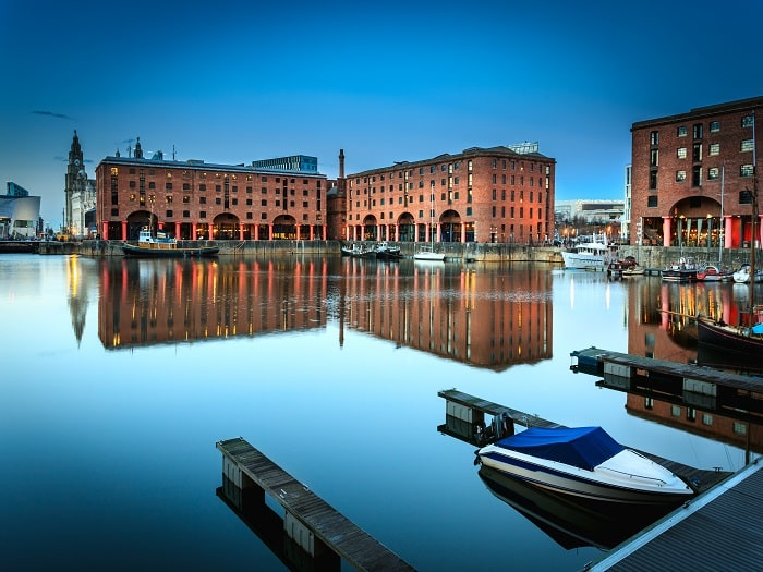 liverpool_docks_night-min